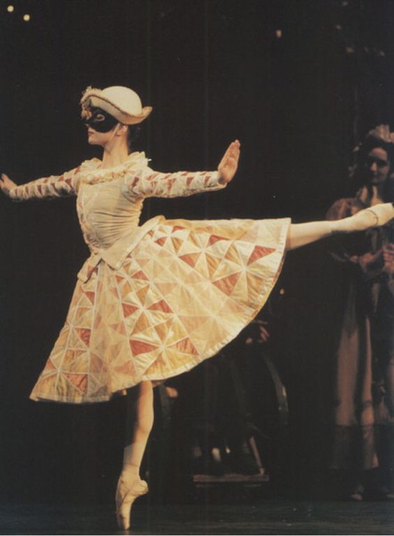 the Royal Ballet's columbine- from wherethelovelythingsare blogspot